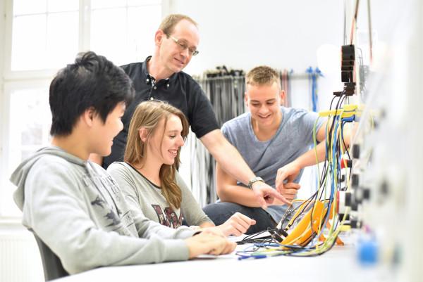 Migration von ausländischen Fachkräften – Studium und qualifizierte Erwerbstätigkeit in Deutschland