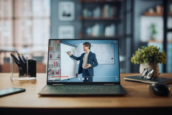 Webinar Mitarbeiter befähigen – Gute Arbeit in der digitalisierten Berufswelt